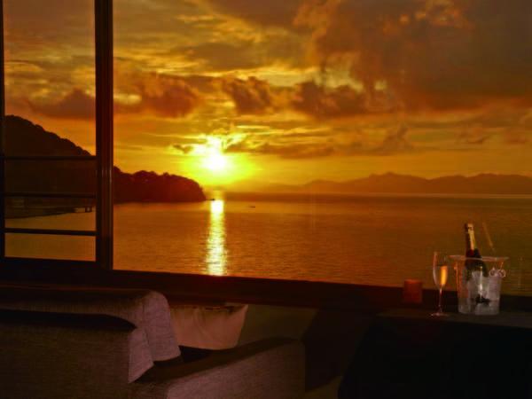 【レストラン】天気が良ければ海と夕やけが望める