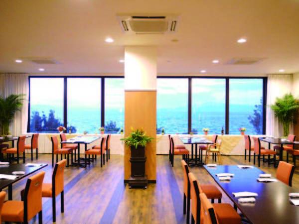 【レストラン】海を望める会場にご用意