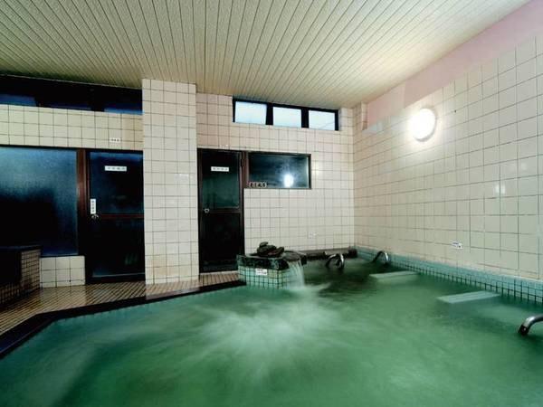 【大浴場】足を伸ばしてゆったり浸かれる