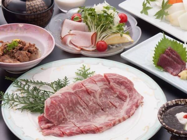 ◆自家牧場産あか牛ステーキ(約150g) ◆馬刺し ◆サラダバー(サラダ・焼野菜・フルーツ) ◆小鉢 等を堪能!(例)