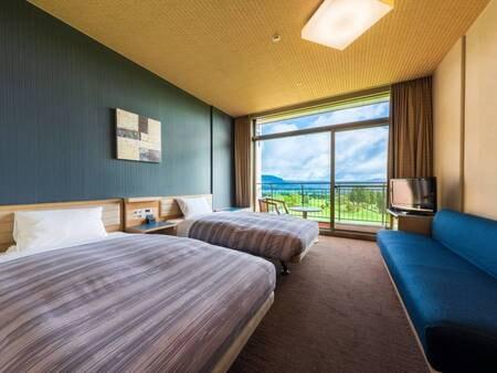 【客室からの眺め】ゴルフ場と阿蘇の外輪山のパノラマが目の前に広がる!(例)