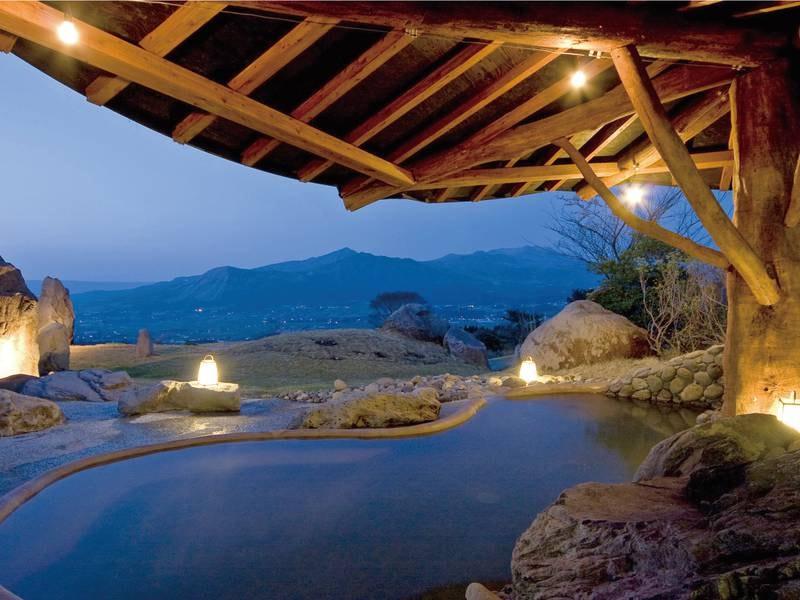 四季折々の表情を見せる雄大な阿蘇の景色を一望
