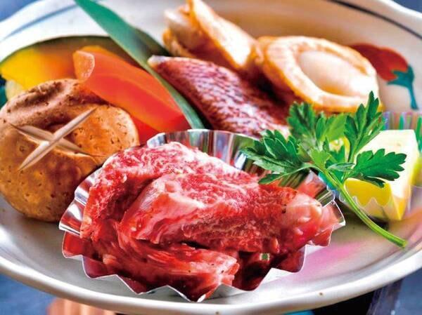 【あか牛と海鮮の溶岩焼き/例】あか牛(約60g)と海鮮(帆立・白身魚・野菜等)をバターで絡めた溶岩焼きを堪能!