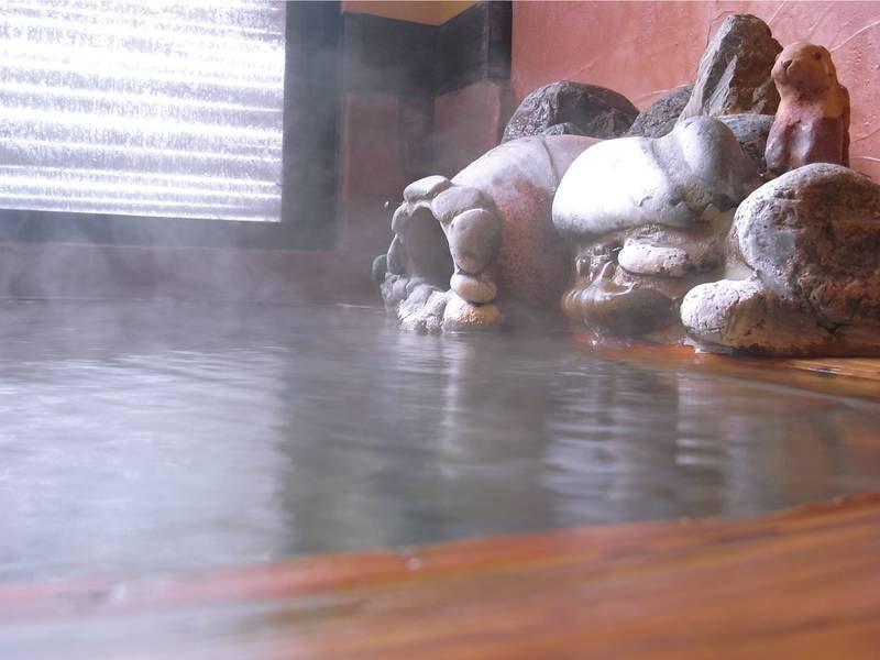 半露天風呂(全客室に各1ずつあり)
