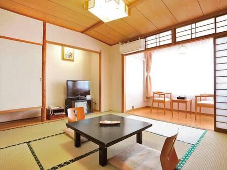 和室8畳。客室風呂は温泉/8畳例