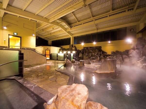 【宿泊者専用岩風呂】滑らかな泉質が魅力