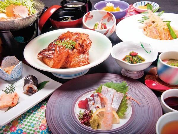 【夕食/例】お部屋食でゆったり味わう。季節の旬食材を使用した季節会席
