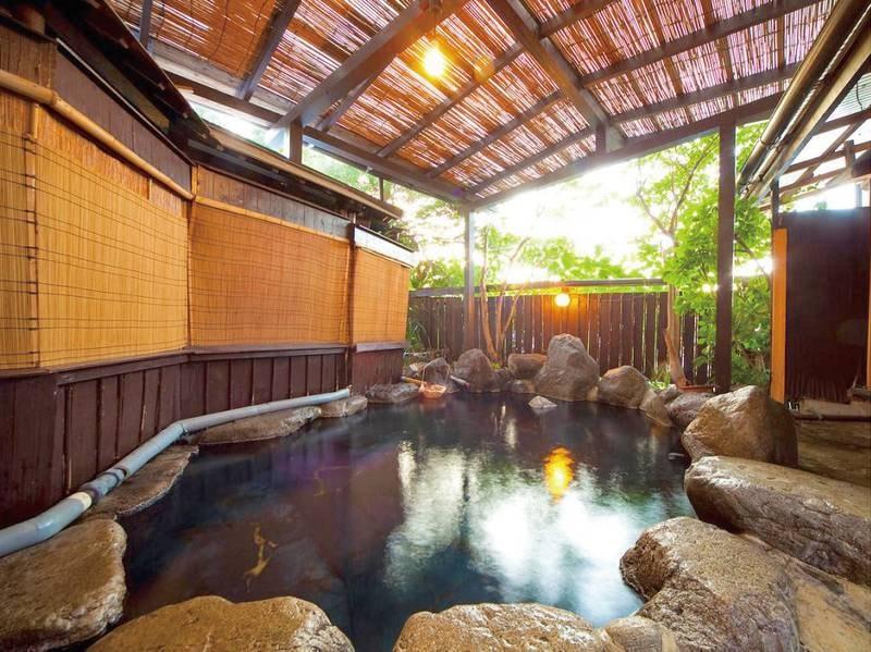 『露天風呂』当館のお湯は鉄輪温泉では唯一飲泉できるお湯です。