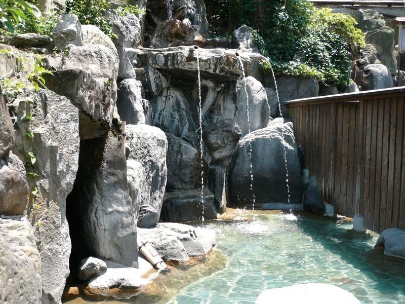 岩風呂(大露天風呂併設):うたせ湯でコリ解消♪