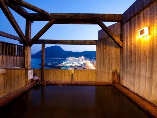 【11階露天風呂】別府湾や高崎山を望み開放的