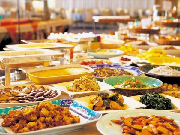 【年末年始】ディナービュッフェ。冬のグルメ「蟹」や天ぷら、さらに北京ダックも実演コーナーでご用意しております!(例)