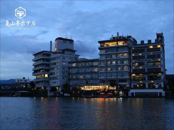【外観】四季の彩り会席と三隈川の絶景に出会える宿