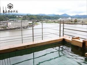 【露天風呂】眼下に広がる三隈川