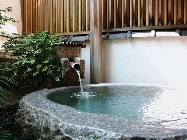 【露天風呂】御影石のくりぬき風呂