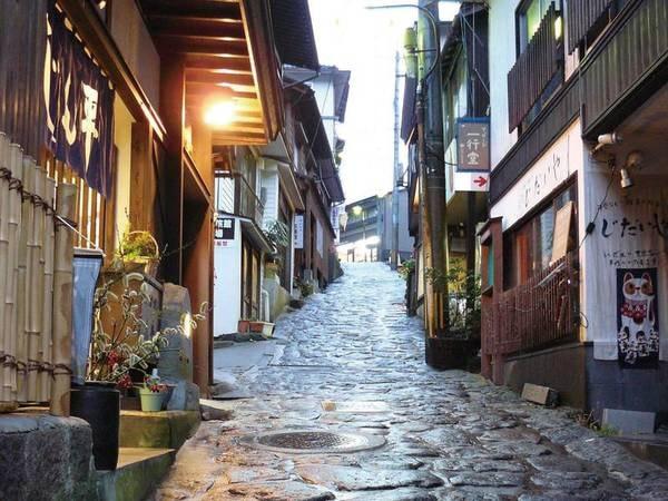 【湯平温泉の石畳】歴史ある石畳と昔ながらの温泉地の雰囲気があふれている