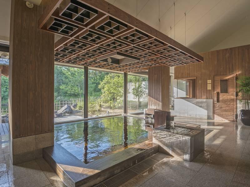大きな窓で内風呂も開放的な【新月】
