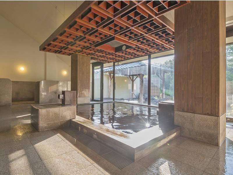 【新月】天井は格子に組んだ宮崎の伝統技術「大島塗り」