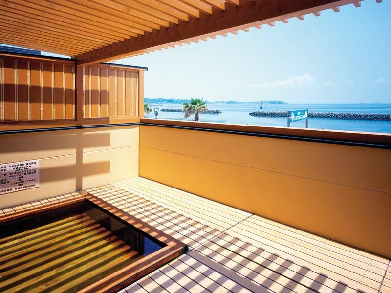 【露天風呂】目の前は海!潮風が心地よい露天風呂