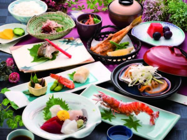 【夕食/例】お造り、車えび塩焼き、季節替わりの一品など部屋又は個室食で
