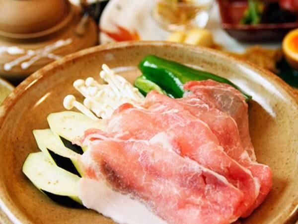 『えびの』の里山料理(黒豚の陶板焼き)/一例
