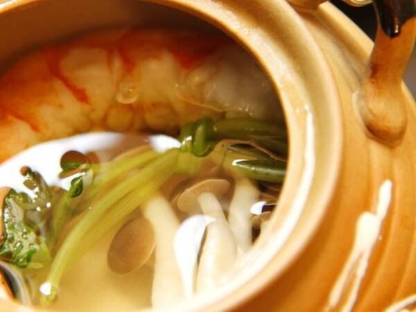 『えびの』の里山料理(土瓶蒸し)/一例