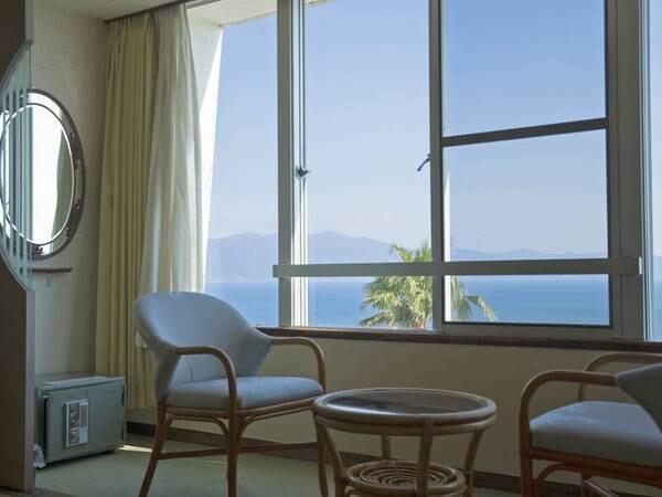 和室(8畳) 眺望/例 天候次第では大隅半島や佐多岬も