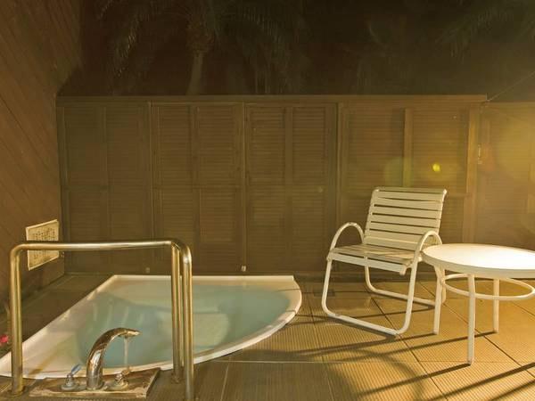 客室風呂 夜はまた違った雰囲気をたのしめる