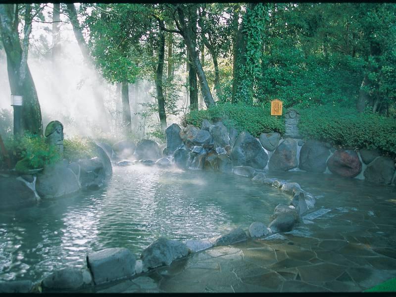 【露天風呂】霧島の自然と心地良い風を感じながら ※大浴場と離れており着衣での移動となります