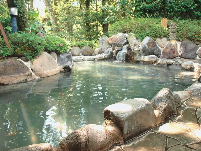 【露天風呂】ほのかな硫黄の香りに包まれながら天然温泉を満喫