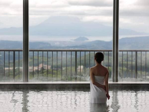 【展望大浴場】桜島と錦江湾をのぞむ。