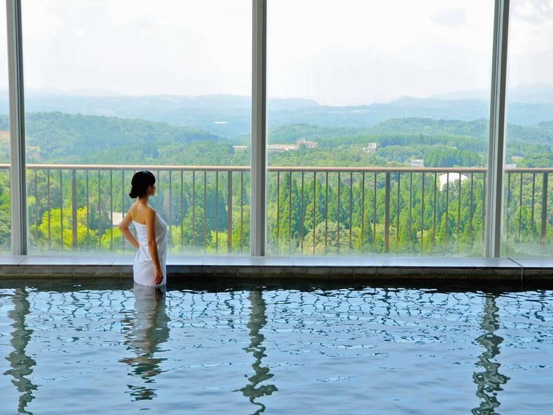 展望大浴場 霧島の温泉と共に桜島・錦江湾の雄大な景色を展望できるのはここだけ!