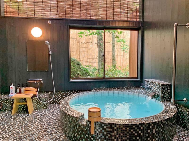 貸切風呂【五代】 2021年5月完成☆白黒モダン風のタイル張りになっているお風呂。