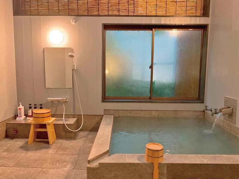 貸切風呂【島津】 2021年5月完成☆石の風合いを再現したストーン調タイル張りのお風呂(完全な石造りではありません)。