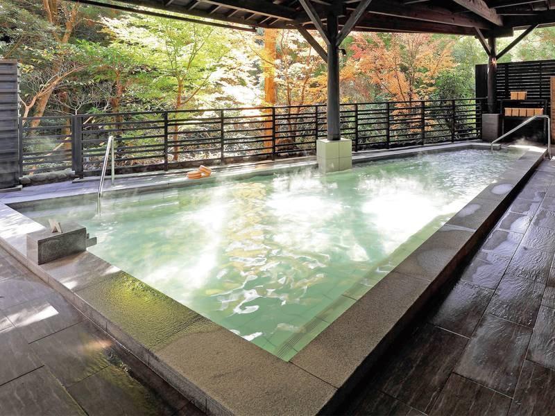 露天風呂/かえでの湯 ジャグジー付きの露天風呂! 屋根有で雨でも利用可能