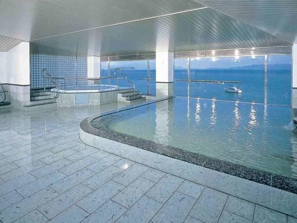 【指宿海上ホテル】宿の名前の通り、海の上にいる感覚—。あわび付きの会席と宿内で体験できる砂蒸し温泉をご堪能あれ