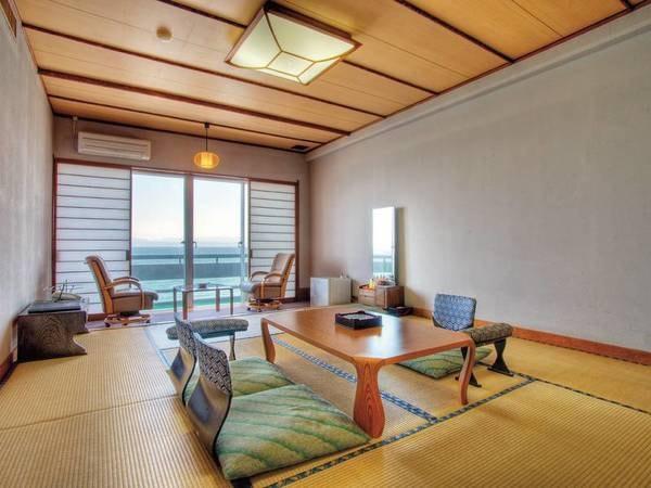 【海側上層階和室/例】海を眺望する上層のお部屋!贅沢に広範囲を望み、海の上にいる感覚を♪