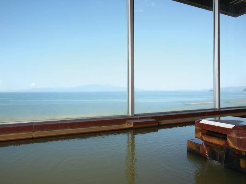 展望風呂 メタケイ酸が基準値の6倍以上含まれる天然化粧湯で錦江湾を独り占め♪