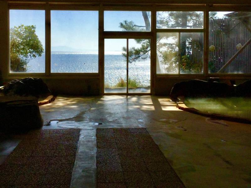 【大浴場】窓からが海が見える