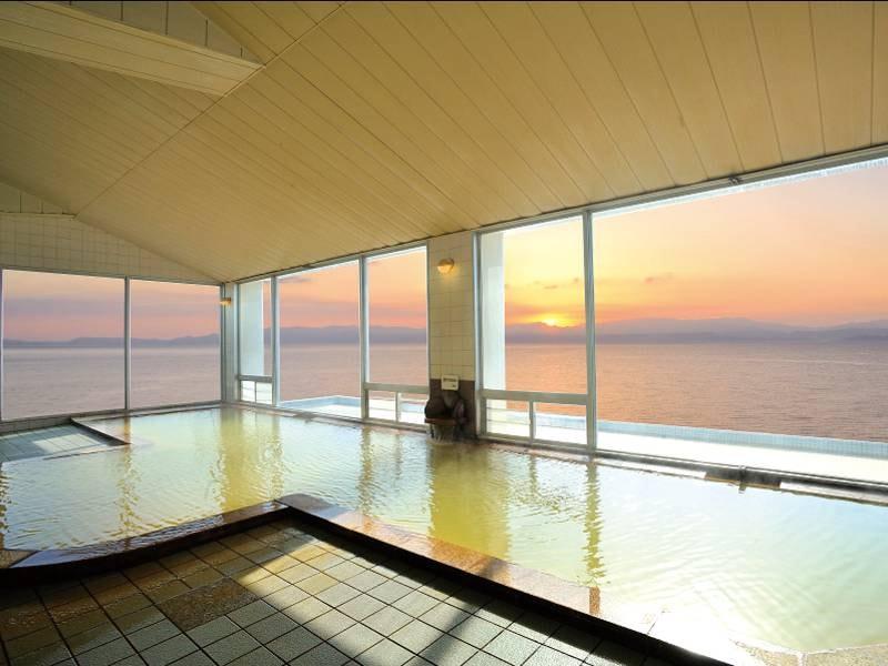 【大浴場】窓からは錦江湾を一望!