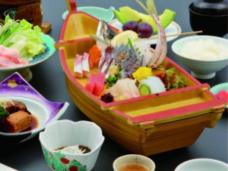 【お造り一例】旬魚5種を船盛りでご提供!!※時季仕入れにより変更有