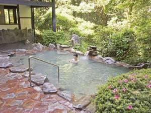 【露天風呂/さくら湯】硫黄香る源泉かけ流し