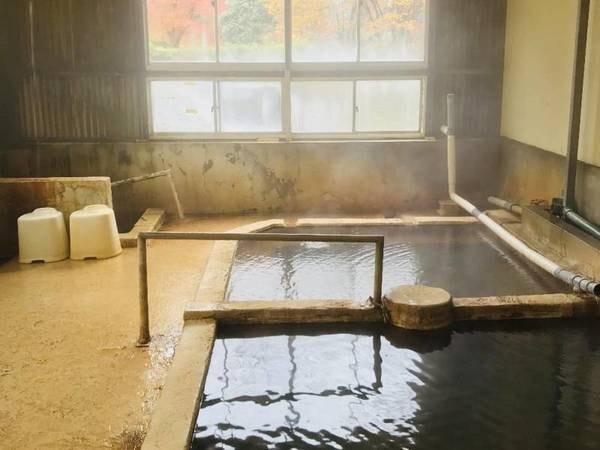 【大浴場】温泉も地中から出て空気に触れると劣化が始まるので、源泉に近い大浴場のお湯が最も新鮮で効能豊か