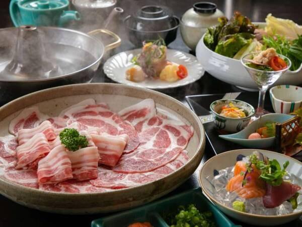 【選べる夕食 黒豚しゃぶ会席/一例】仕入れや季節等により、メニューの一部や食器等が変わることがあります