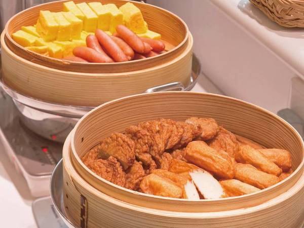 【朝食バイキング/一例】人気のさつま揚げやウインナー、だし巻き卵も取りそろえ!