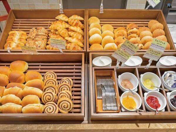 朝食/例 焼きたてのパンも各種ご用意