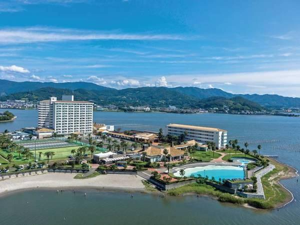 【外観】光輝く湖を望む絶景リゾートホテル!