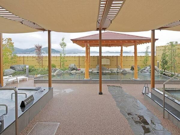 【新スパ施設/露天風呂】寝湯やマッサージ効果が期待できる回廊風呂を完備