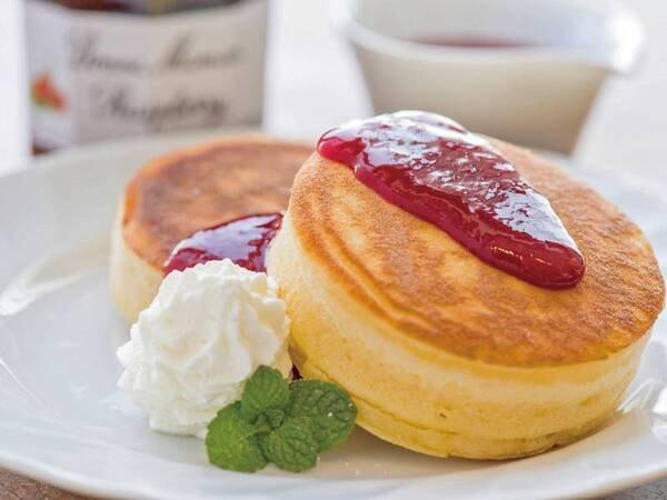 【パンケーキ/例】(現在一部メニューにおいてスタッフによる取り分けを実施しています)