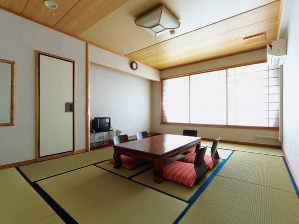 【ロードス棟和室/例】目の前に浜名湖が広がる12畳和室で寛ぐ