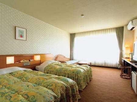 【ロードス棟洋室/例】目の前に浜名湖が広がる36平米洋室で寛ぐ